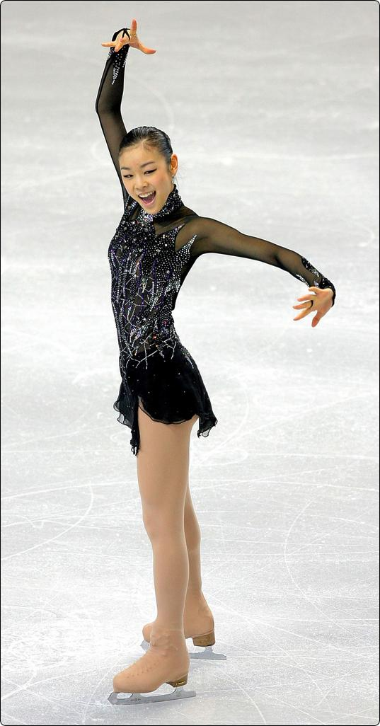 Kim Yu Na 김연아 Ladies Ice Dance Kim performing her short program to Danse Macabre at the 2009 World Championships.
